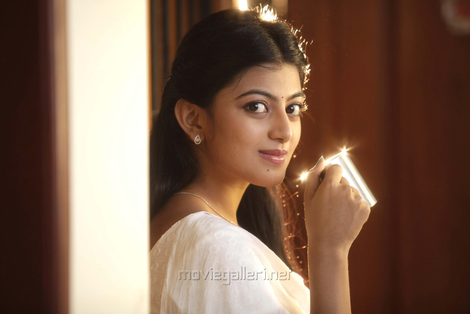 Heroine Anandhi in Enakku Innoru Per Irukku Movie Stills