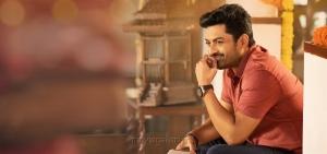 Kalyan Ram in Entha Manchivaadavuraa Movie HD Images
