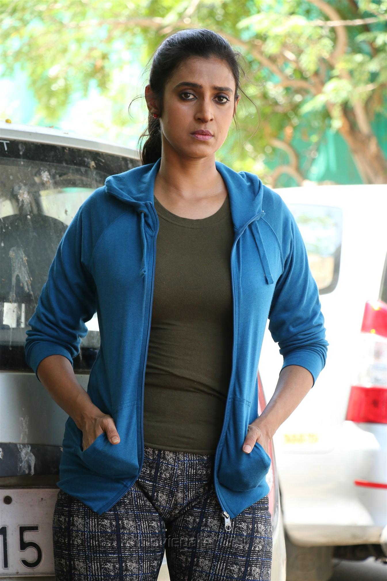 Actress Kasthuri in EPCo 302 Movie Stills HD