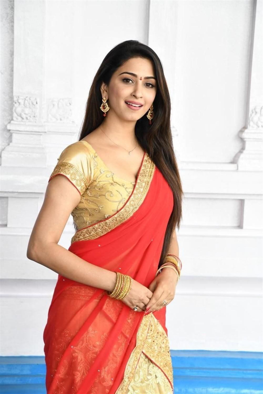 Telugu Actress Eshanya Maheshwari Hot Saree Pics
