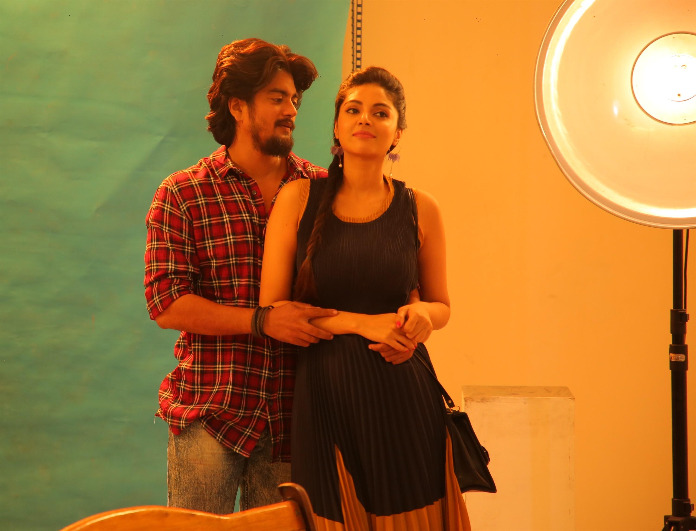 Alex, Sanam Shetty in Ethir Vinaiyatru Movie Images