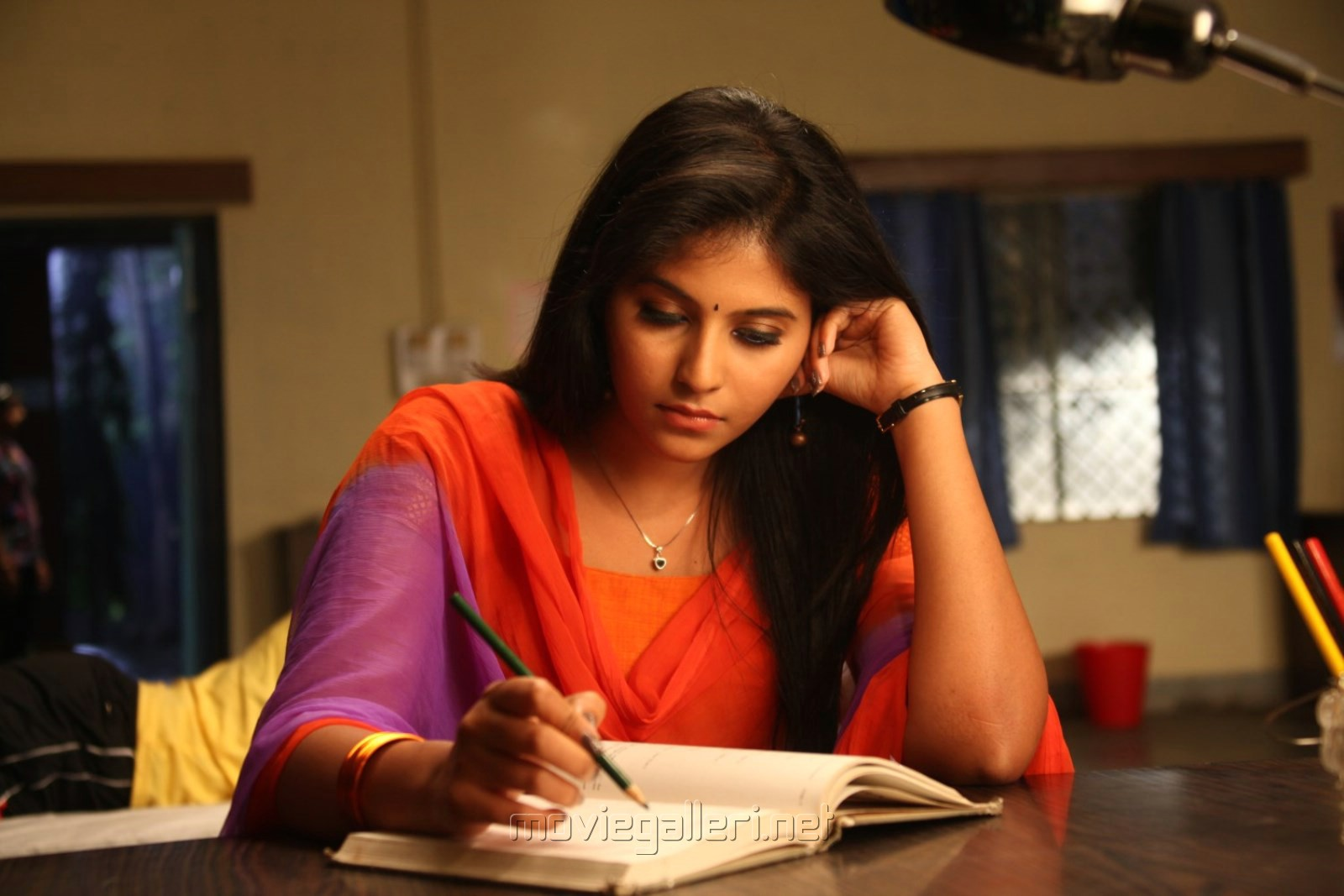 Actress Anjali in Evanda Movie Stills