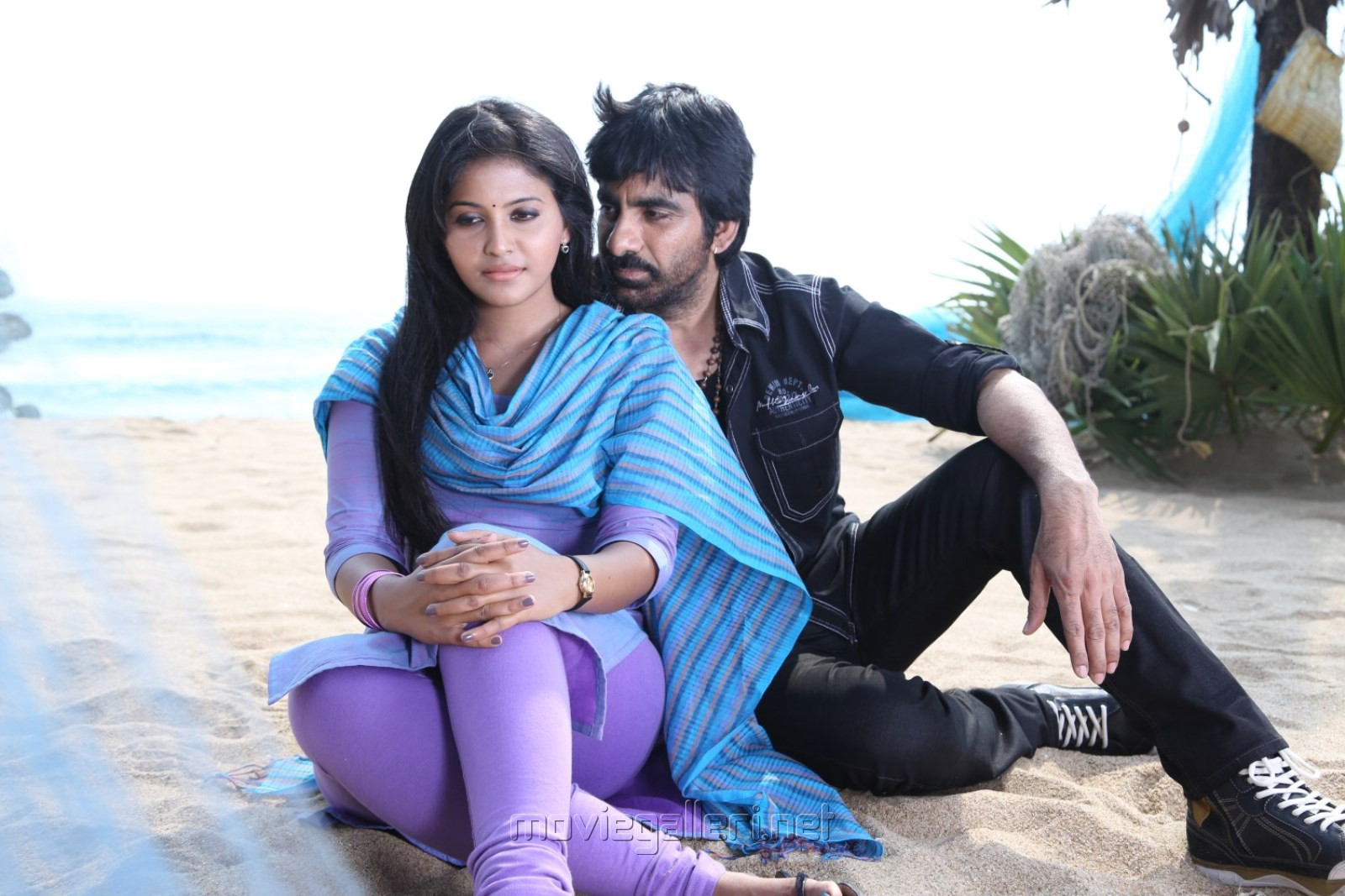Anjali, Ravi Teja in Yevanda Movie Stills