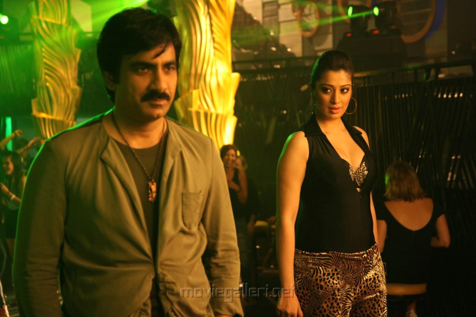Ravi Teja, Shruti Hassan in Evanda Movie Stills