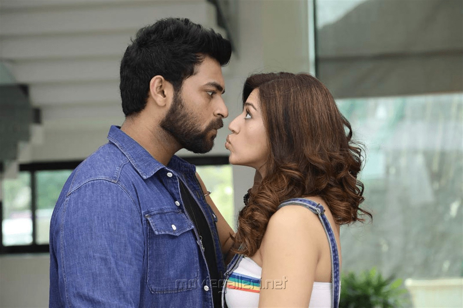 Varun Tej, Mehreen Pirzada in F2 Fun And Frustration Movie Images HD
