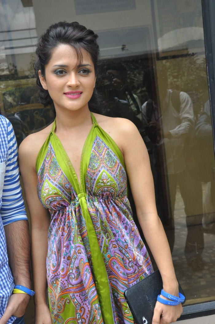 Bollywood Actress Faith Hot Pictures