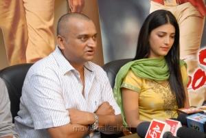 Bandla Ganesh, Shruti Haasan at Gabbar Singh Press Meet Stills