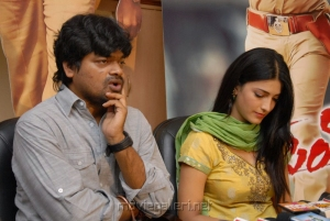 Shruti Haasan at Harish Shankar's Gabbar Singh Press Meet Stills