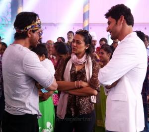 Shah Rukh Khan, Namrata Shirodkar, Mahesh Babu @ Brahmotsavam Sets