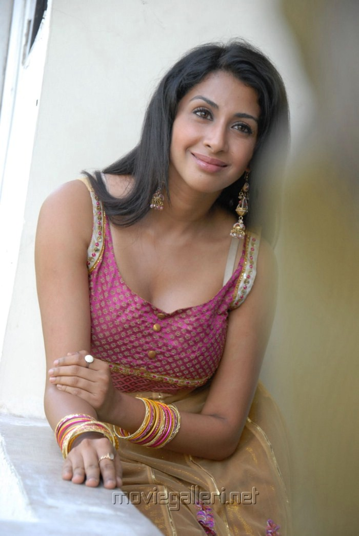 Gayatri Iyer Hot Pics in Churidar