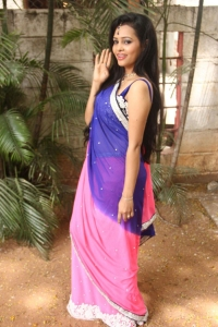 Actress Geeth Shah Stills at Manitha Kadhal Alla Movie Launch