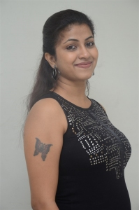 Actress Geethanjali New Pics @ Ladies Not Allowed Trailer Launch