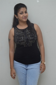 Actress Geethanjali Pics @ Ladies Not Allowed Trailer Launch