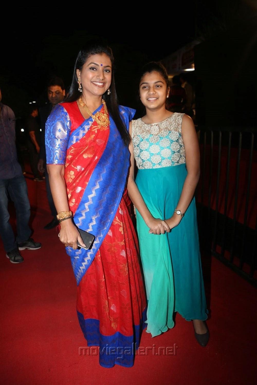 Actress Roja Selvamani daughter Anshu Mallika @ Gemini TV Puraskaralu 2016 Red Carpet Stills