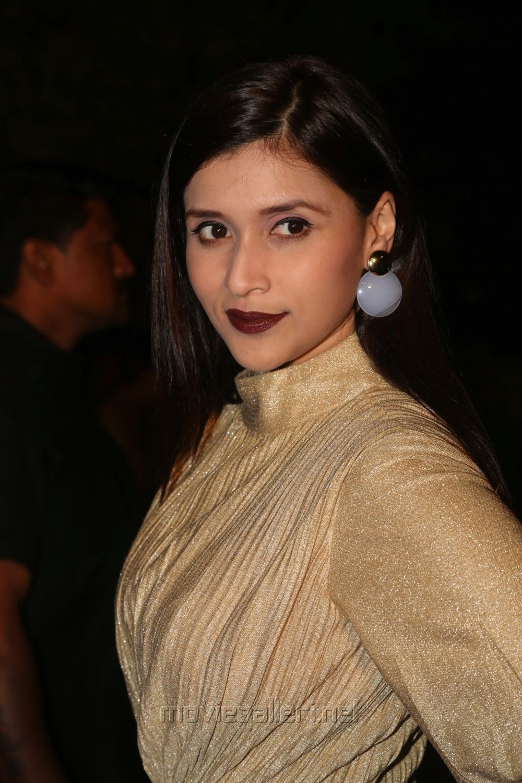 Mannara Chopra @ Gemini TV Puraskaralu 2016 Red Carpet Stills