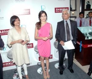 Genelia Latest Pics @ Joyalukkas Platinum Jewelery Launch