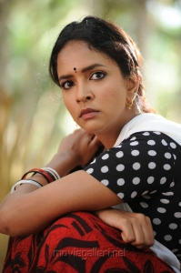 Manchu Lakshmi Prasanna in Gundello Godari Latest Stills