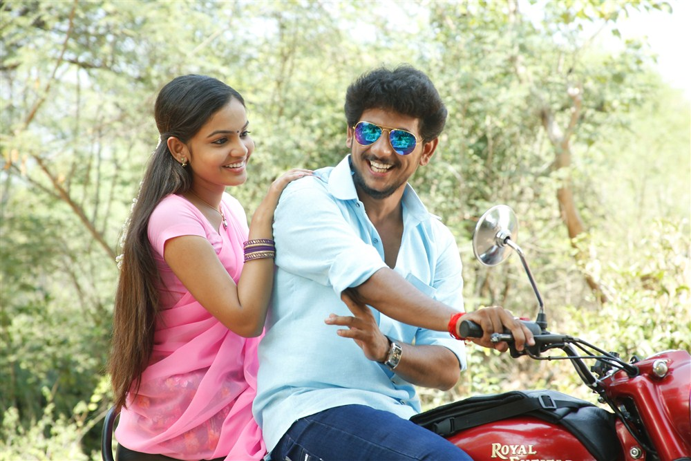 Aara, Guru Jeeva in Guru Utchathula Irukaru Movie Stills