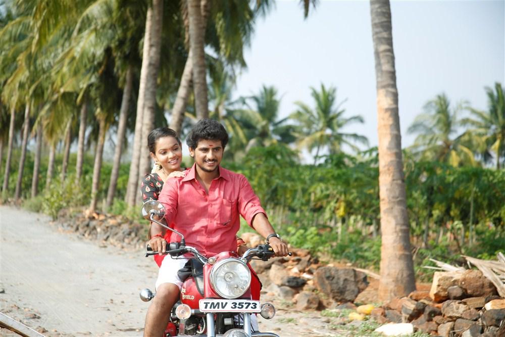 Aara, Guru Jeeva in Guru Utchathula Irukaru Movie Stills