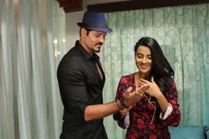 Sridhar, Jyothi Sethi in Happy Birthday Telugu Movie Images