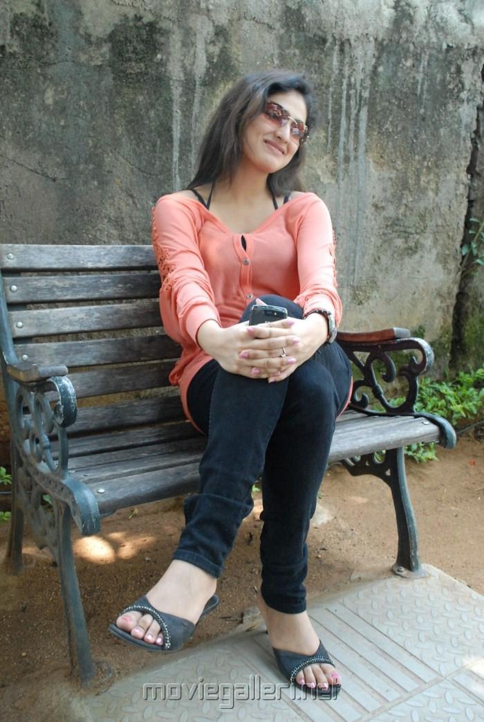 Hari Priya Hot Photo Shoot Stills