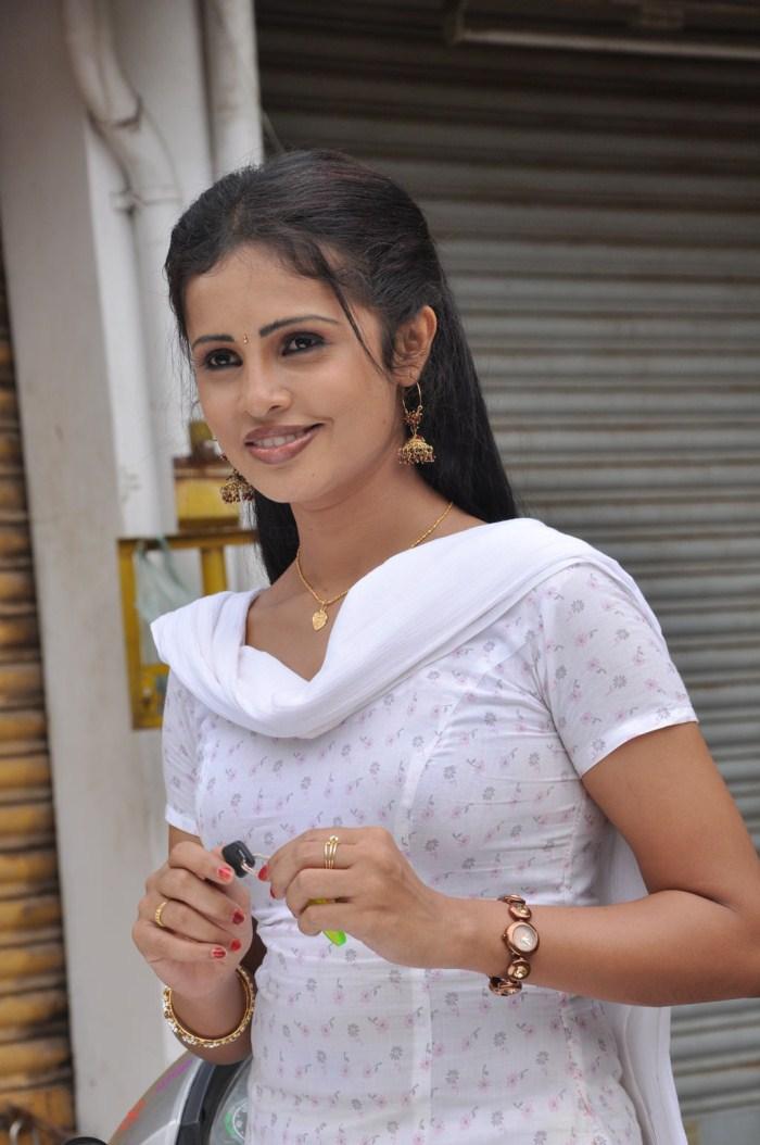 Actress Photo Biography: New Tamil Actress Photos