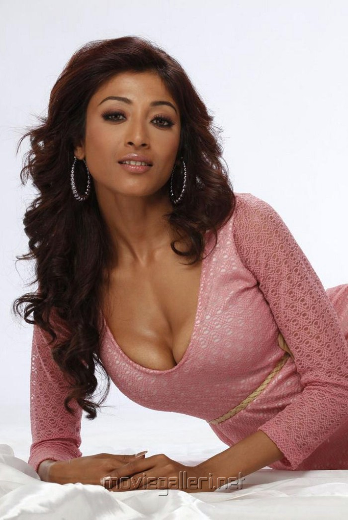 Paoli Dam Hot Pictures
