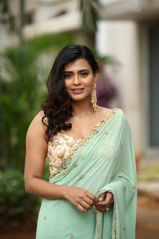 Telugu Actress Heebah Patel in Saree New Photos