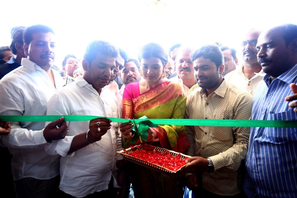 Actress Hebah Patel launches VRK Silks Exhibition at Nizamabad Stills