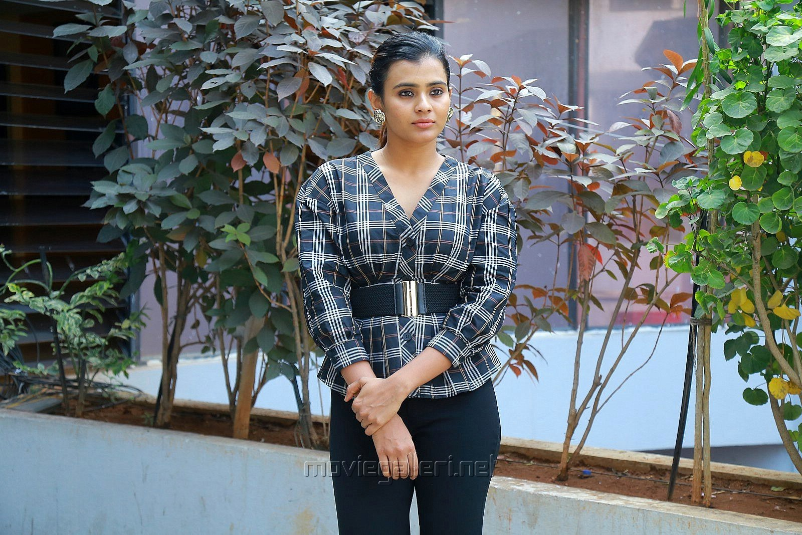 24 Kisses Movie Heroine Hebah Patel Photos in Retro Style Dress