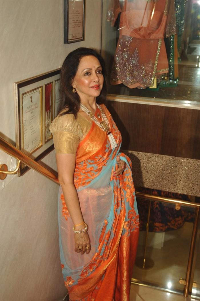 Picture 569520 Actress Hema Malini Hot In Saree Latest
