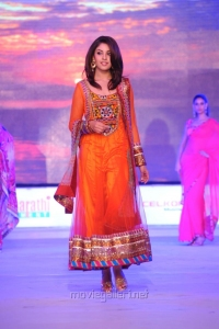 Richa Gangopadhyay Ramp Walk Stills at SouthSpin Fashion Awards 2012