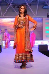 Richa Gangopadhyay Ramp Walk at SouthSpin Fashion Awards 2012 Stills