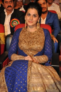 Heroine Taapsee Pannu @ TSR TV9 National Film Awards for 2013-2014 Function Photos