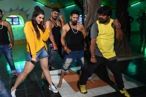 Mannara Chopra, Master Amma Rajasekhar @ Hi 5 Movie Shooting Coverage Photos