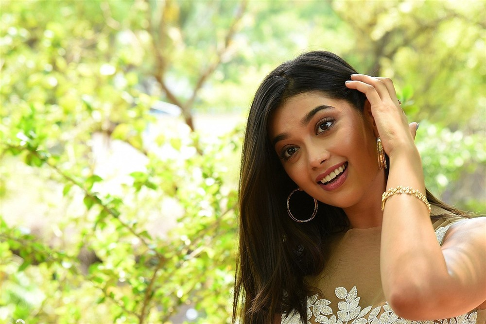 Hippi Movie Heroine Digangana Suryavanshi Interview Images