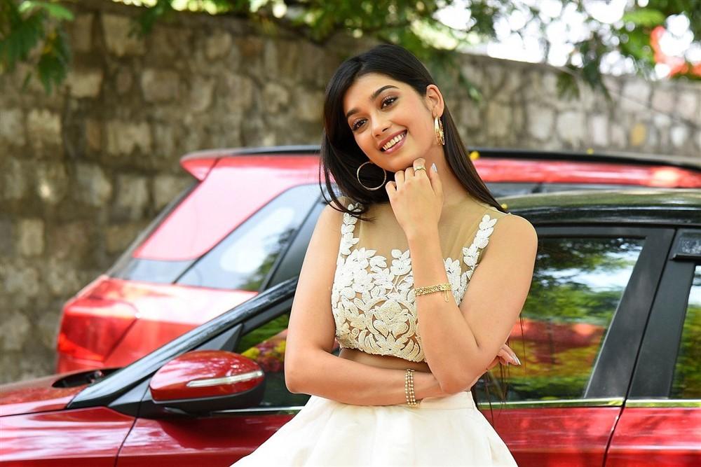 Heroine Digangana Suryavanshi Images at Hippi Movie Interview