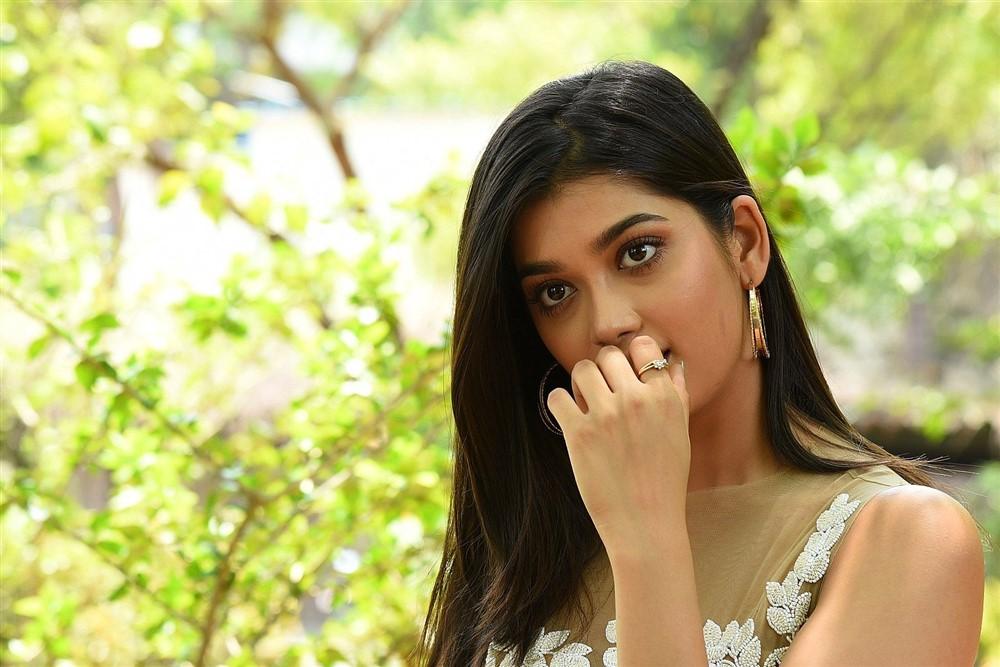 Hippi Movie Heroine Digangana Suryavanshi Cute Images