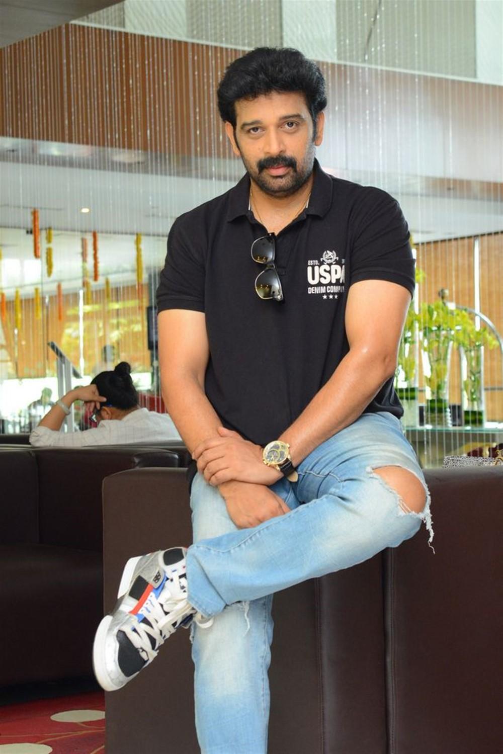 Actor JD Chakravarthy @ Hippi Movie Interview Stills