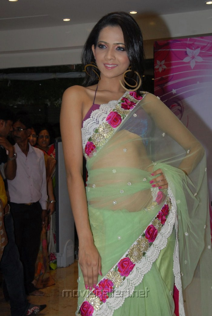Hyderabad Model Farah Hussain Hot in Saree Stills [ Gallery View ]