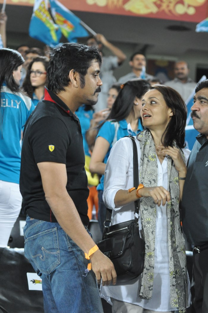 Nagarjuna, Amala at Hyderabad Vs Pune IPL Cricket Match Photos