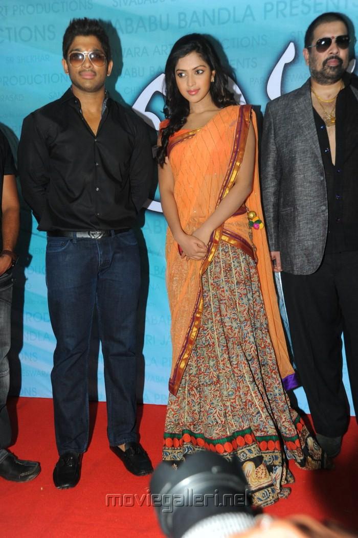 Allu Arjun And Amala Paul In Iddarammayilatho Latest Stills Allu Arjun  Amala Paul at