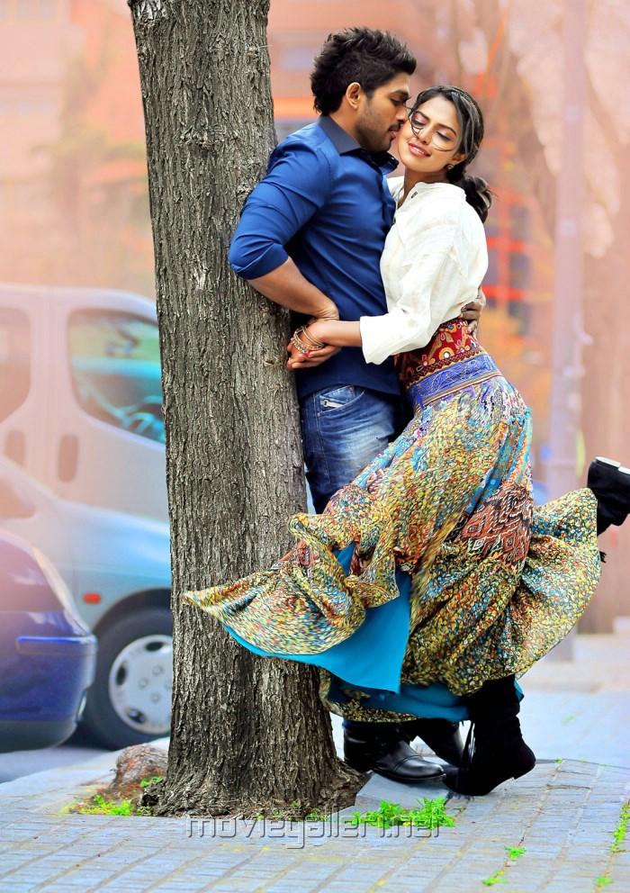 Allu Arjun And Amala Paul In Iddarammayilatho Latest Stills Allu Arjun  Amala Paul in