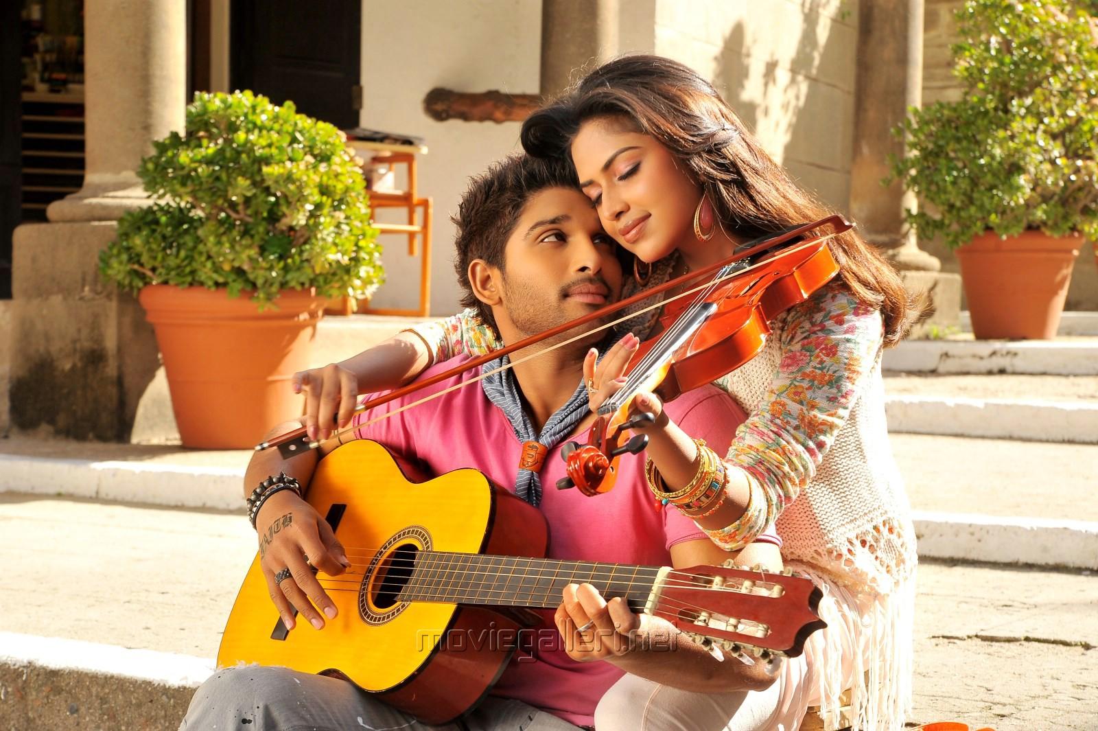 Allu Arjun And Amala Paul In Iddarammayilatho Latest Stills Picture 461403 | Allu ...