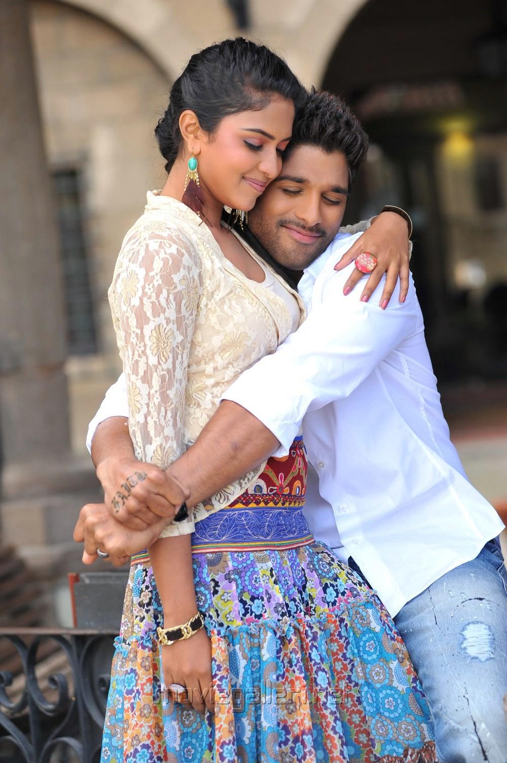Allu Arjun And Amala Paul In Iddarammayilatho Latest Stills Amala Paul  Allu Arjun in