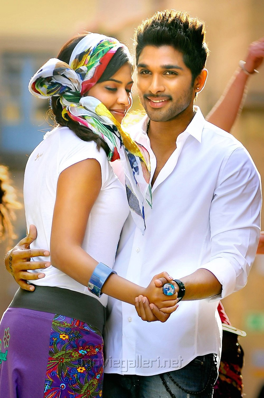 Allu Arjun And Amala Paul In Iddarammayilatho Latest Stills Allu Arjun in Iddaramm...