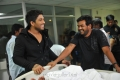 Allu Arjun, Puri Jagannath at Iddarammayilatho Working Stills