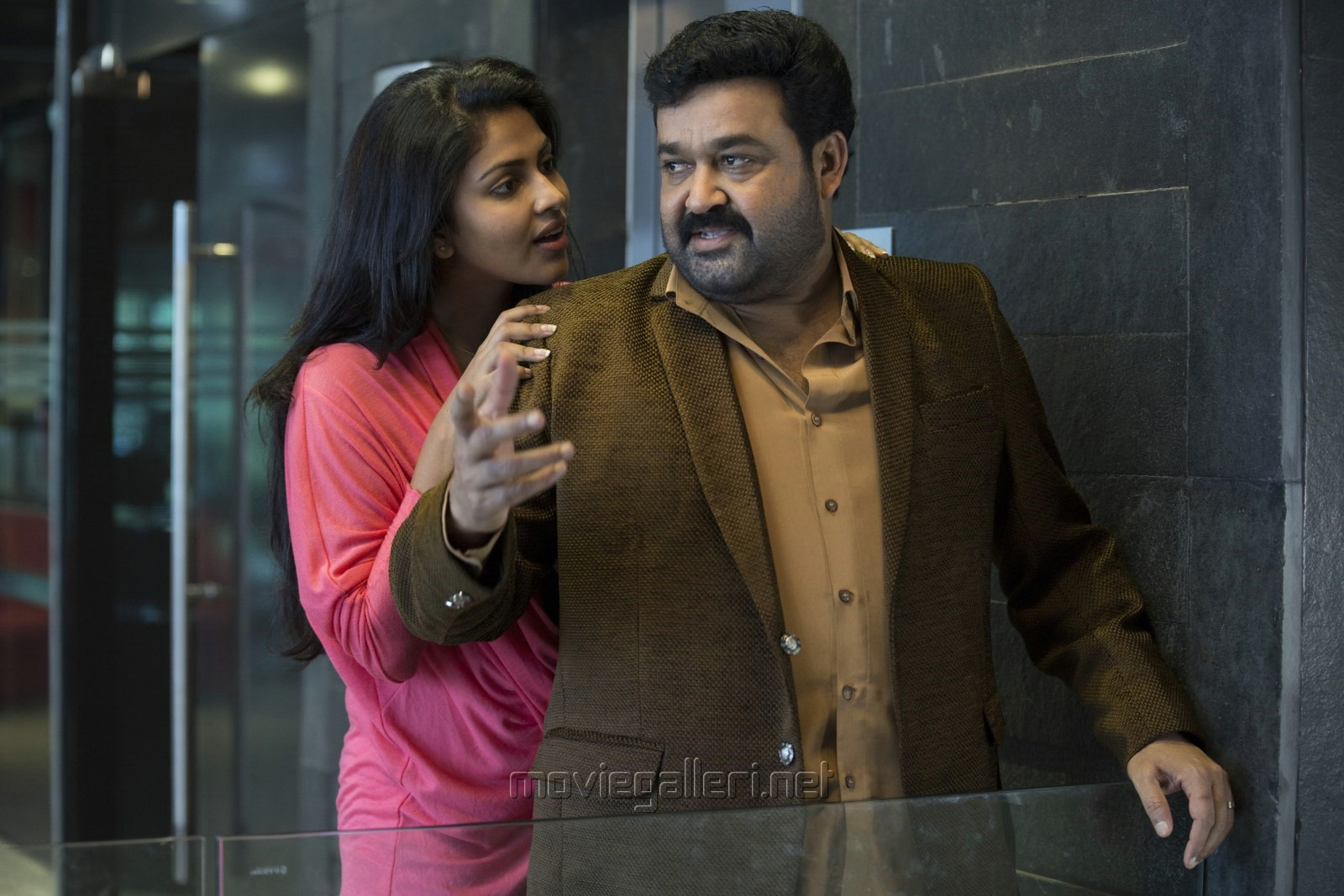 Amala Paul, Mohanlal in Iddaru Iddare Movie Stills