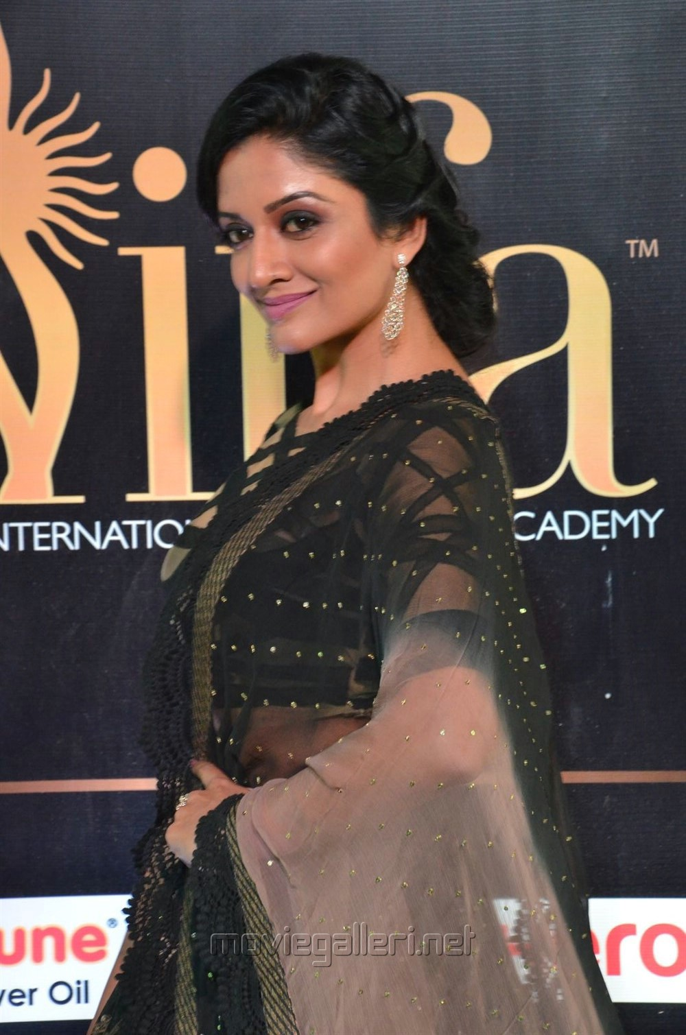 Actress Vimala Raman @ IIFA Utsavam 2017 Green Carpet (Day 1) Photos