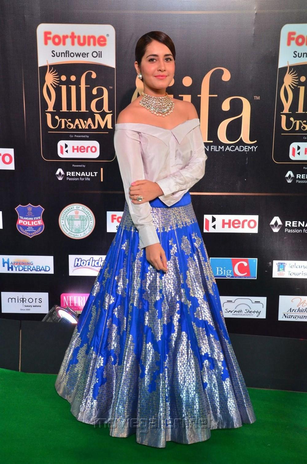 Actress Raashi Khanna @ IIFA Utsavam 2017 Green Carpet (Day 1) Photos